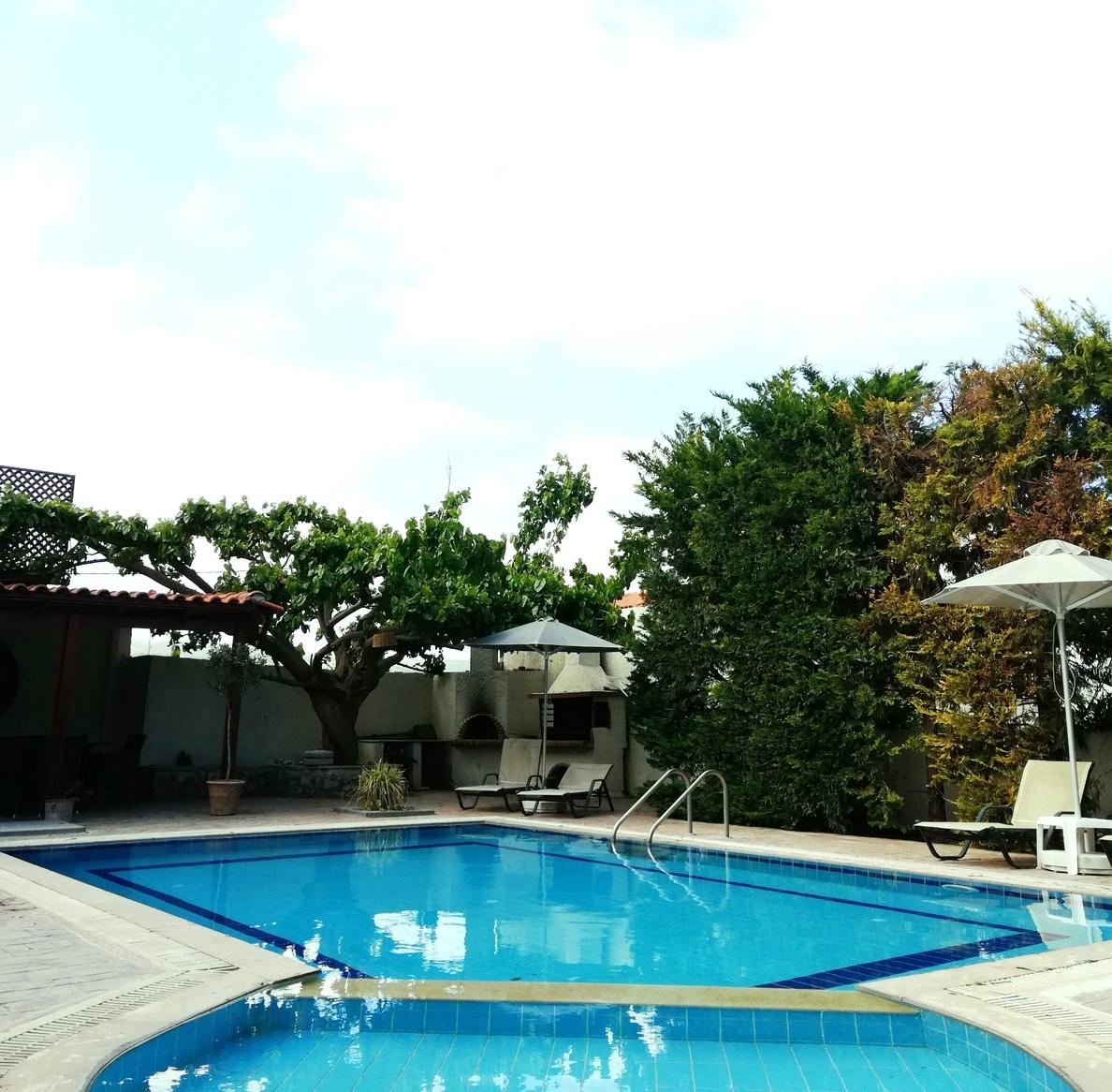Swimmingpools and a shady patio at the Private Villa