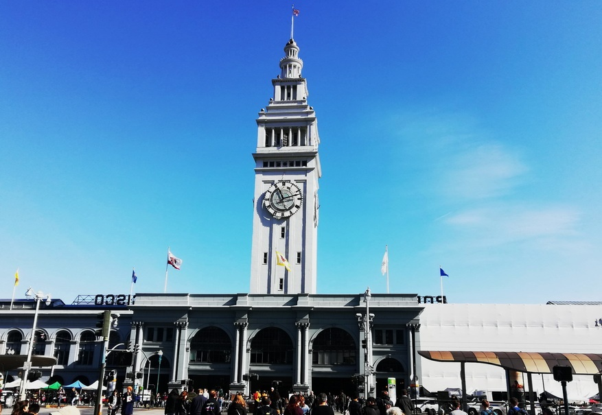 San Francisco's historic Ferry Building houses food stalls with the best and mist interesting California specialties - 5 days in San Francisco