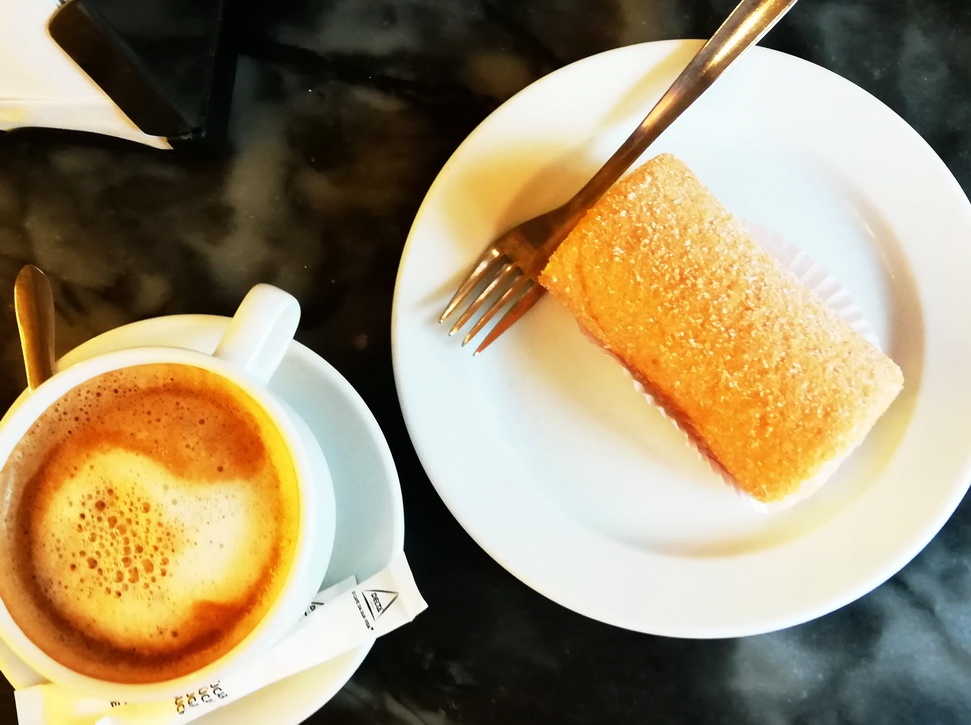 Three Days in Lisbon - Cafe com Leite and Pão de Ló