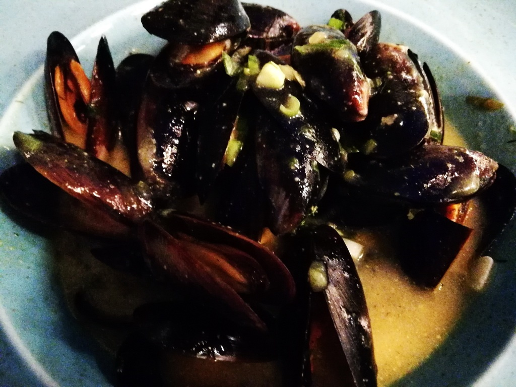 Steamed Fresh Mussels