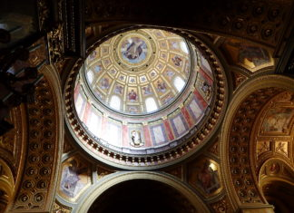 Budapest in Winter - The gilded interior of St. Stephen's Basilica